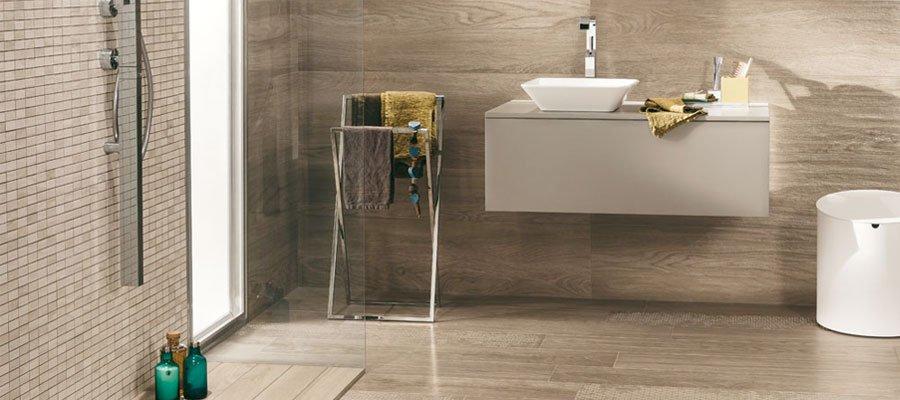 Effetto legno in bagno se gres porcellanato ancora meglio mirage - Bagno effetto legno ...