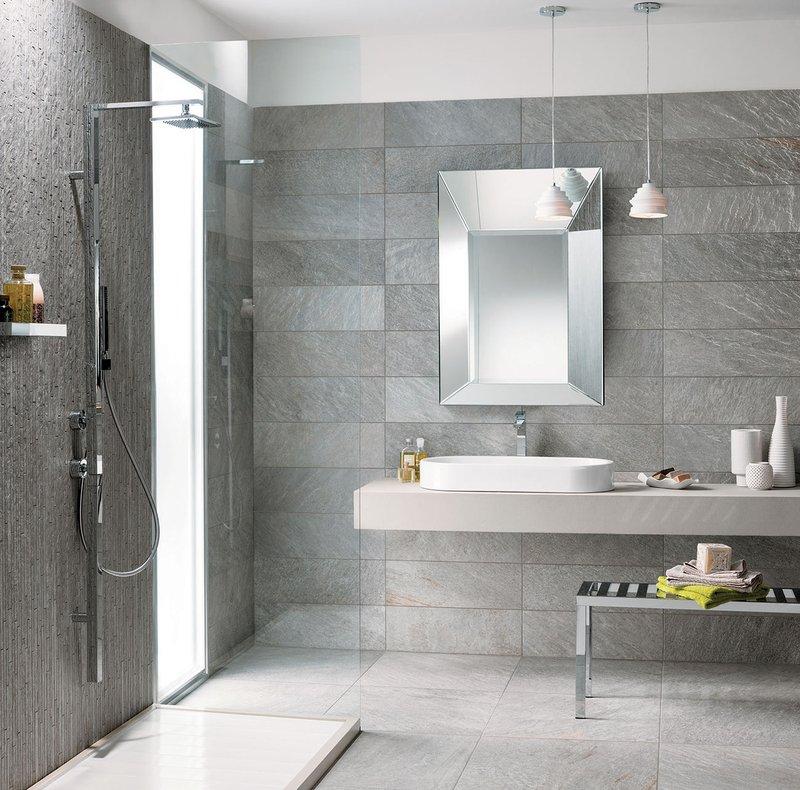 Un bagno moderno con il grigio elegante della collezione quarziti 2 0 mirage - Idee per rivestire un bagno ...